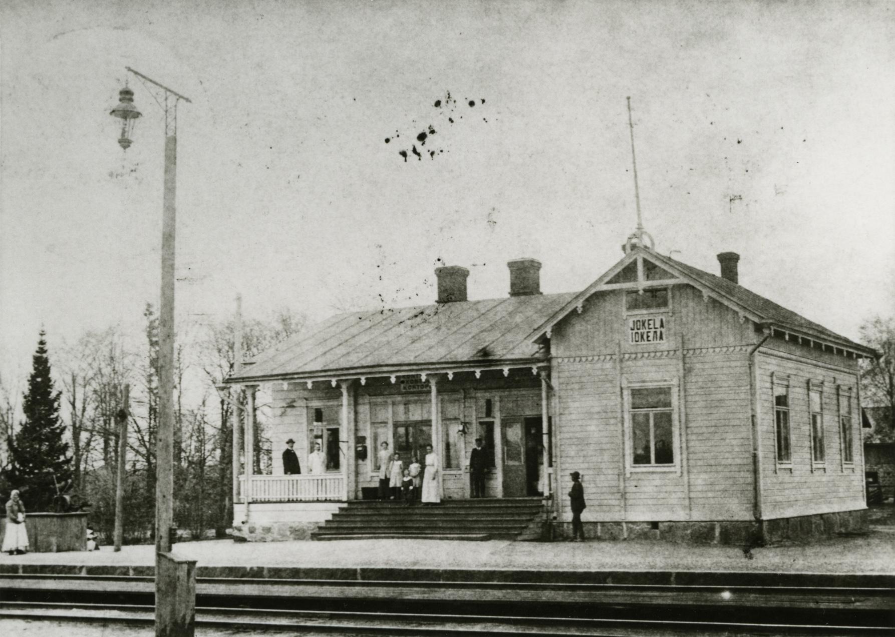 kuva Jokelan asemarakennuksesta 1900-luvun alussa